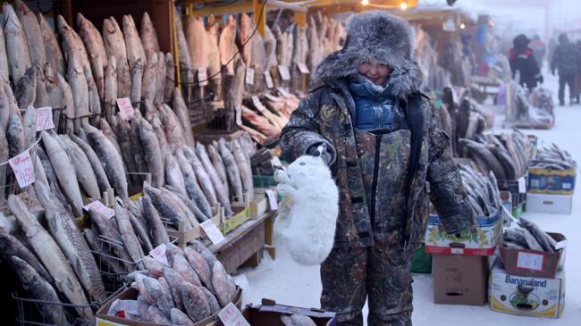 Търговец в Якутск, Русия.