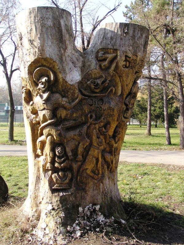 Бодичев–дървени скулптури