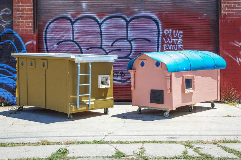 Къщичките са на колела и са атрактивно декорирани - така могат да се местят и да се разпознават една от друга