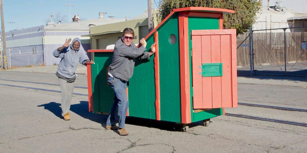 Бездомните хора могат да живеят в микро-къщички