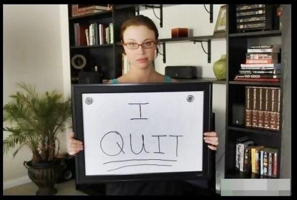 Момиче смята, че напуска работа със стил