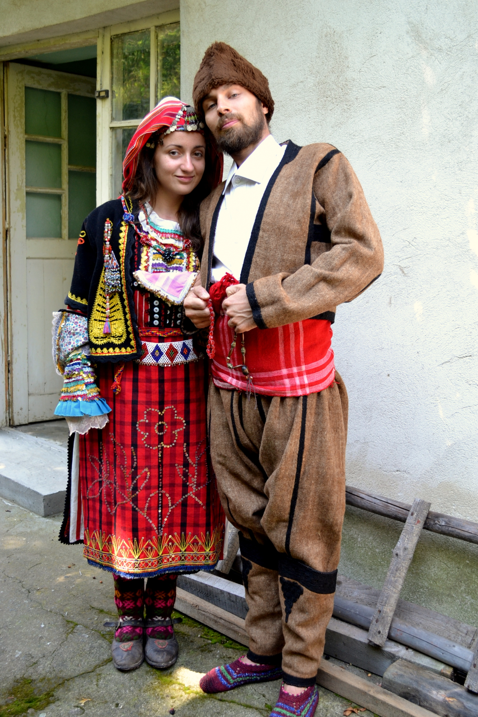 Дени и Мики в стари джурковски носии(1)