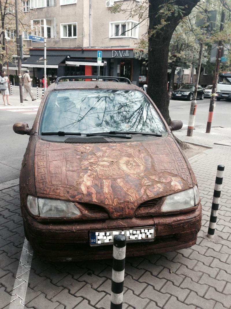странна кола в центъра на софия1