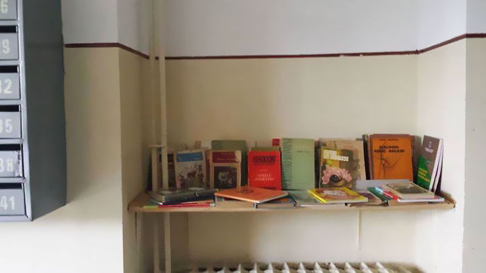 The-neighbours-library-or-how-to-promote-reading-and-get-to-know-your-neighbours-in-the-same-ti11__700