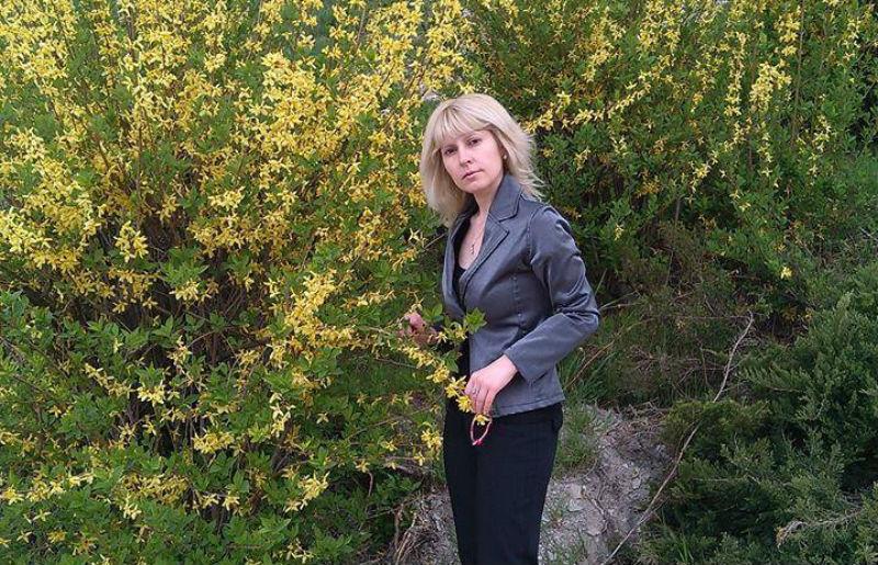 """Ивелина Никова дарява любов и надежда с новата си стихосбирка """"В тебе аз ще остана"""""""