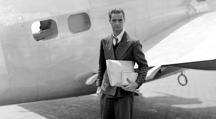 Хауърд Хюз – опасният житейски полет на един авиатор ‹ TrueStory