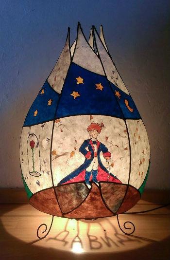 лампа с лика на малкия принц