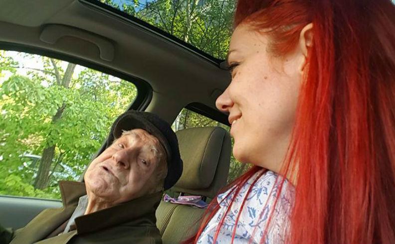 Подай ръка и бъди човек, или как млада жена направи деня на 93-годишен дядо по-хубав