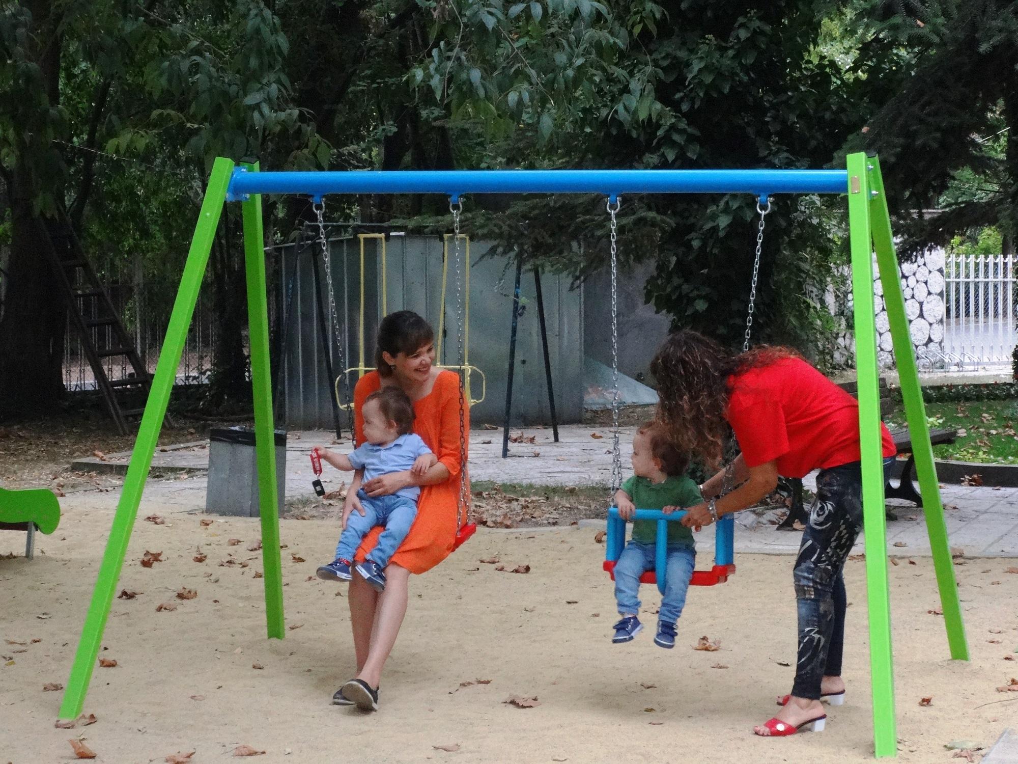 Младо семейство от Варна дари пари за построяването на детски кът в града