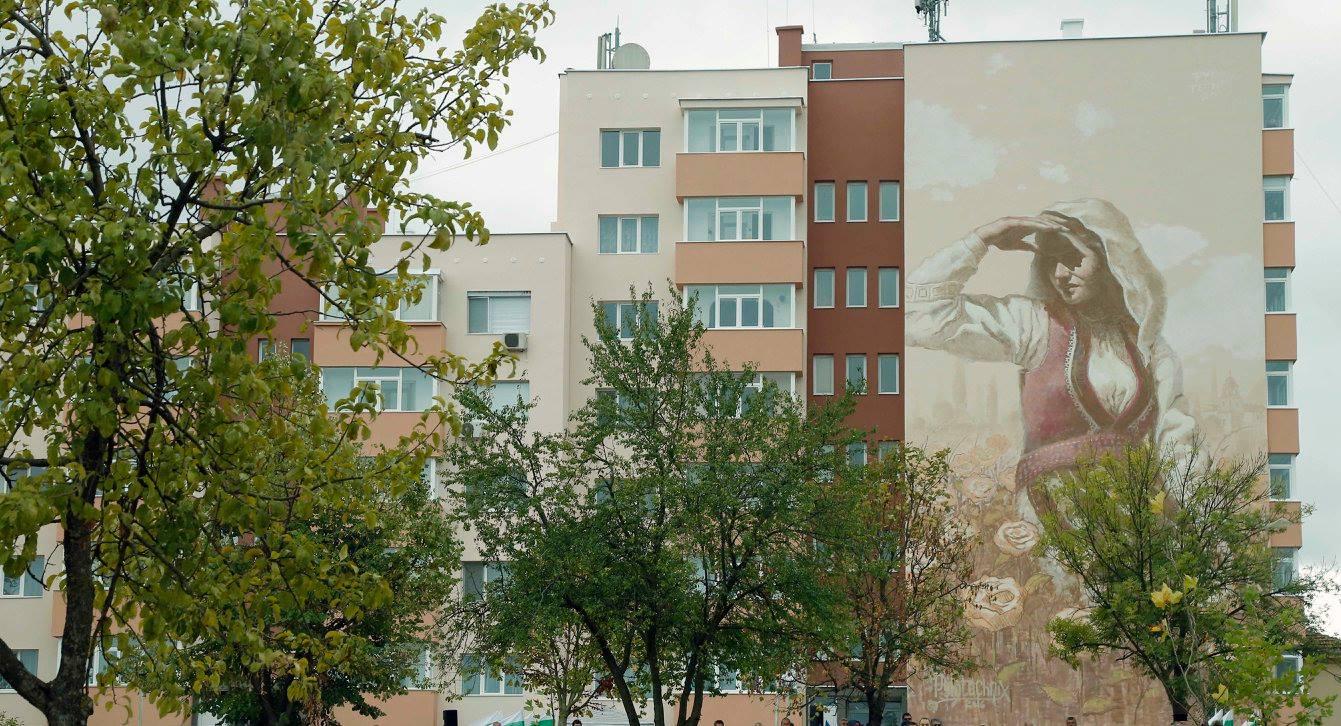 Легендата за смелата българка Смеда оживява върху фасада на сграда
