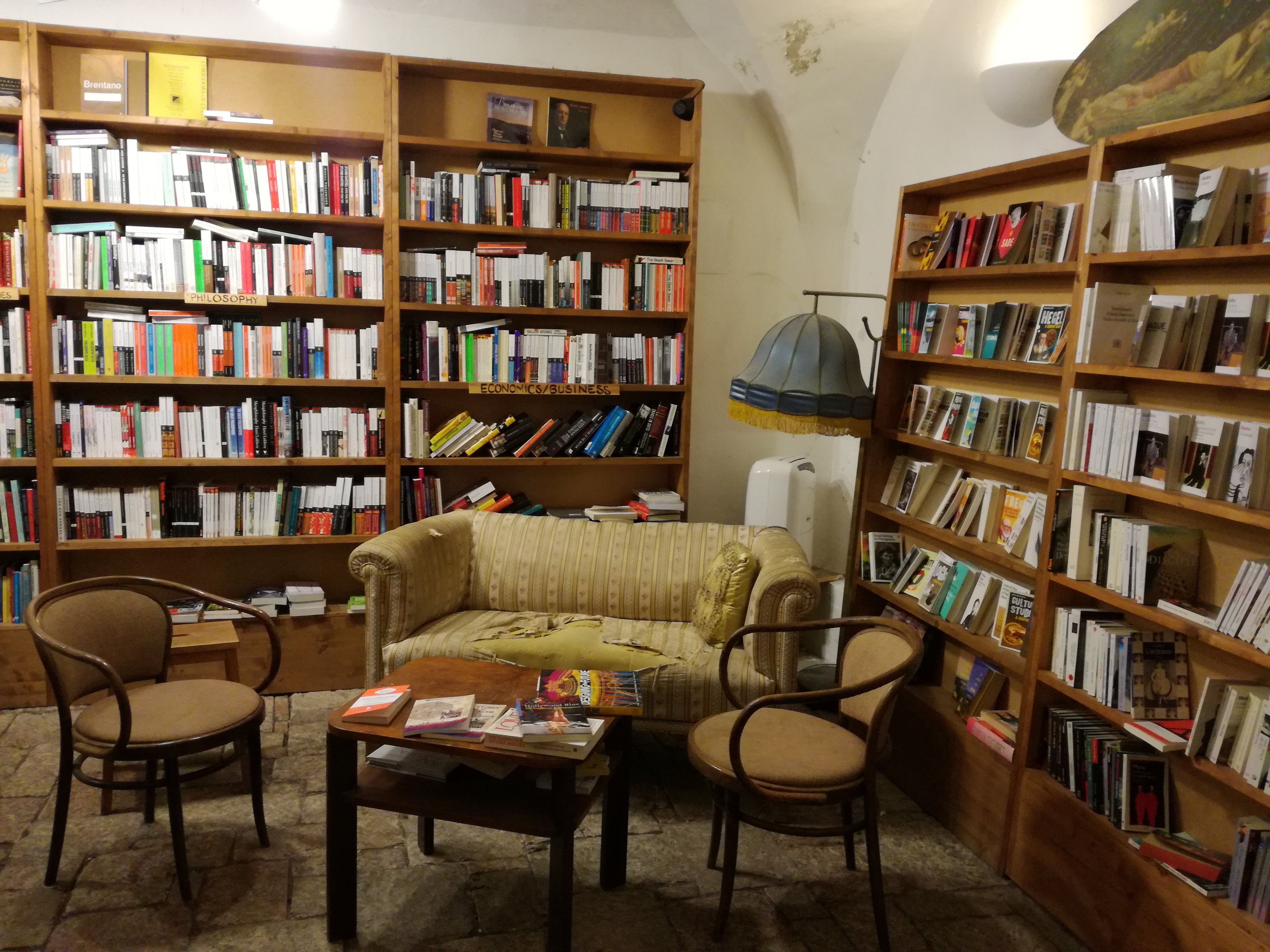 """Shakespeare a synové"": Най-очарователната книжарница в Прага"