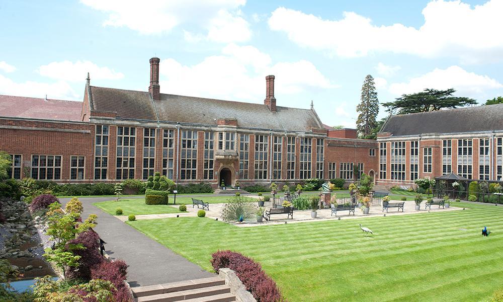 Спечелете стипендия за обучение в частно училище в САЩ или Великобритания