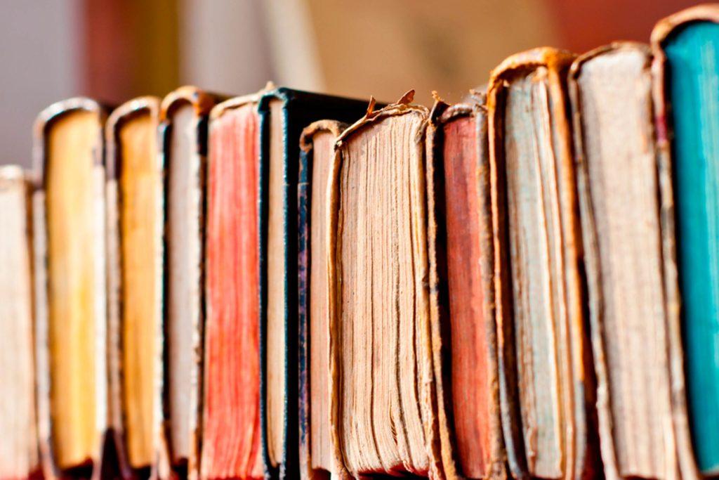"""Акция: Дари исторически книги за библиотеката на хижа """"Шумнатица"""""""