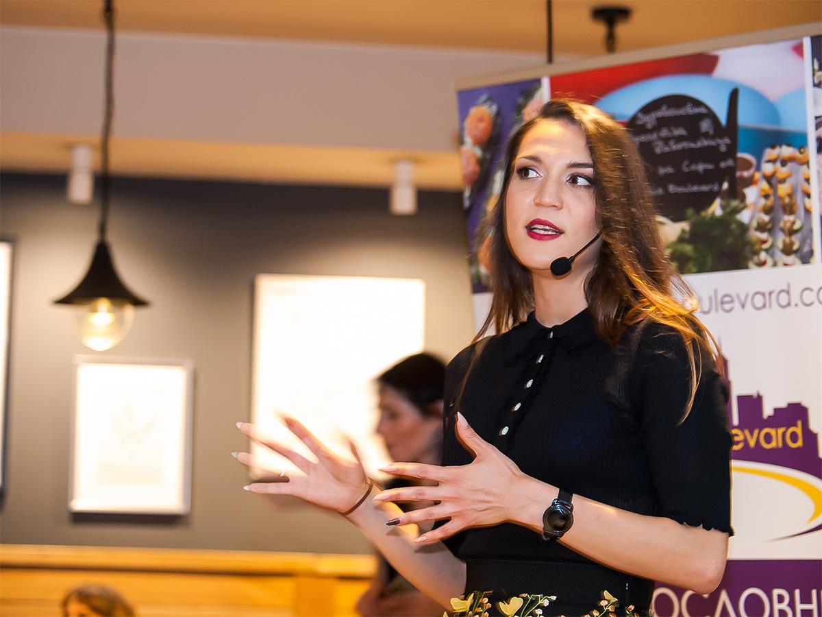 Софи Йотова: Художничката в кухнята, която разбива табута