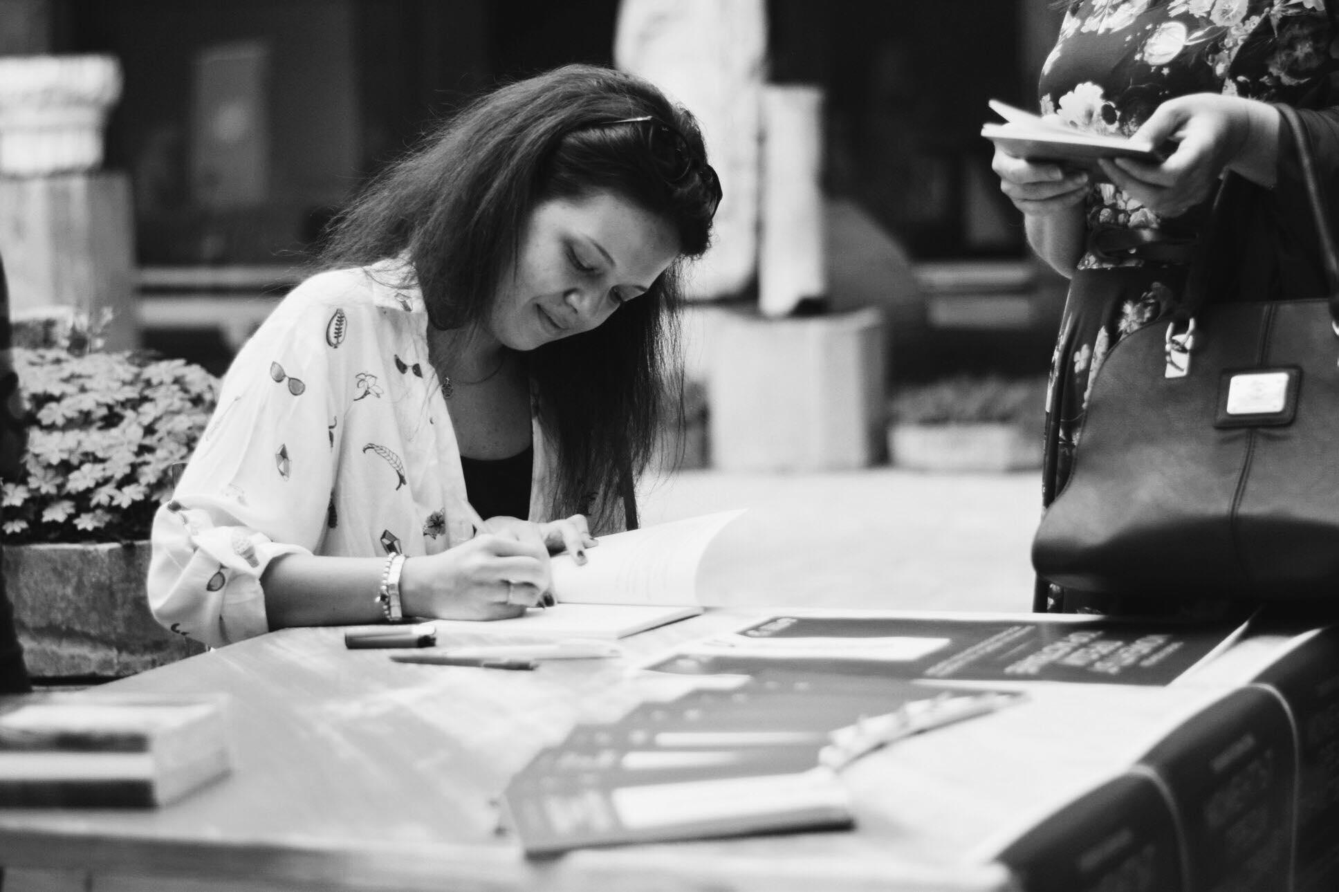 Лилия Йовнова: Нещотърсачът, който облича емоциите си в поезия