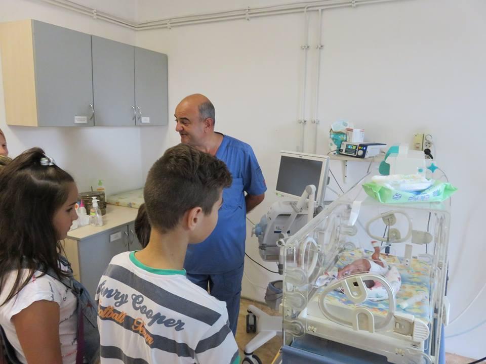 """Деца помагат на деца: Акция """"Жълти стотинки"""" дари два кувьоза за болница в Стара Загора"""