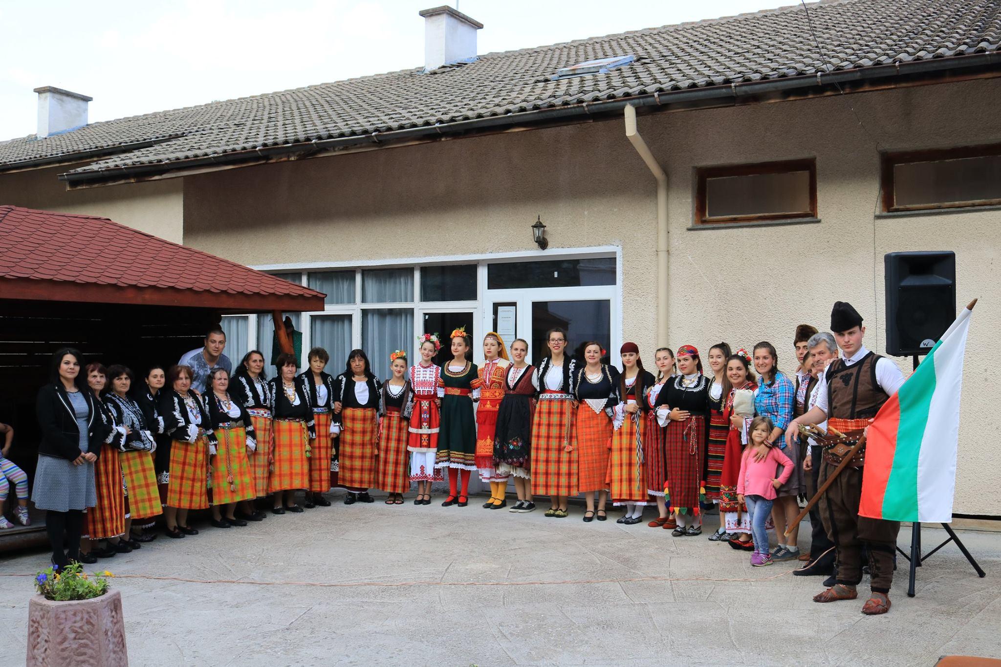 """НИШАН"" потопи десет ученици в автентичния фолклор на Родопите"