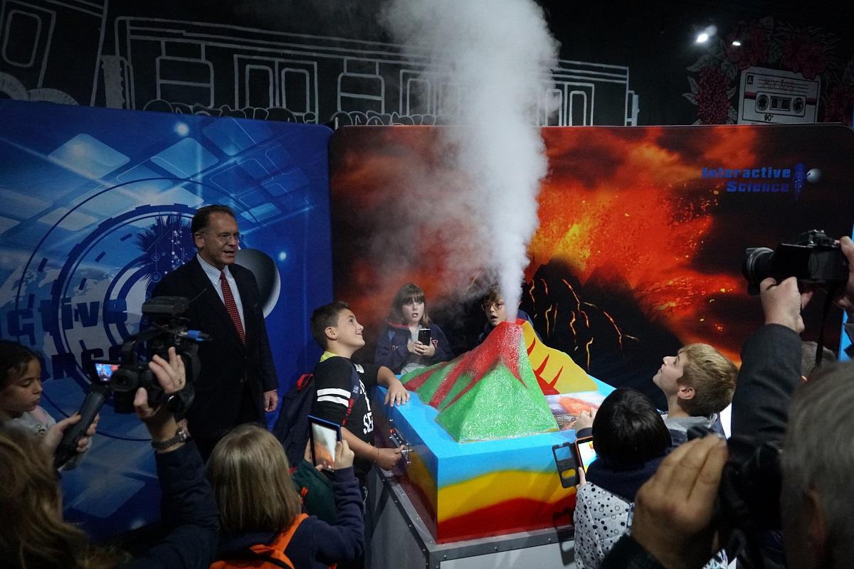 """Изложба """"Изживей науката"""" – най-големите научни открития са в София до 30 септември"""