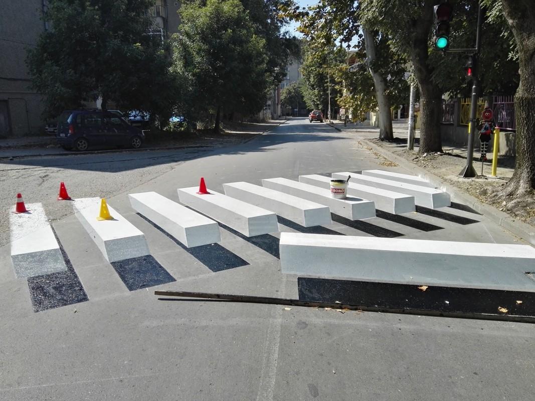 Художници създадоха 3D пешеходна пътека в Търговище