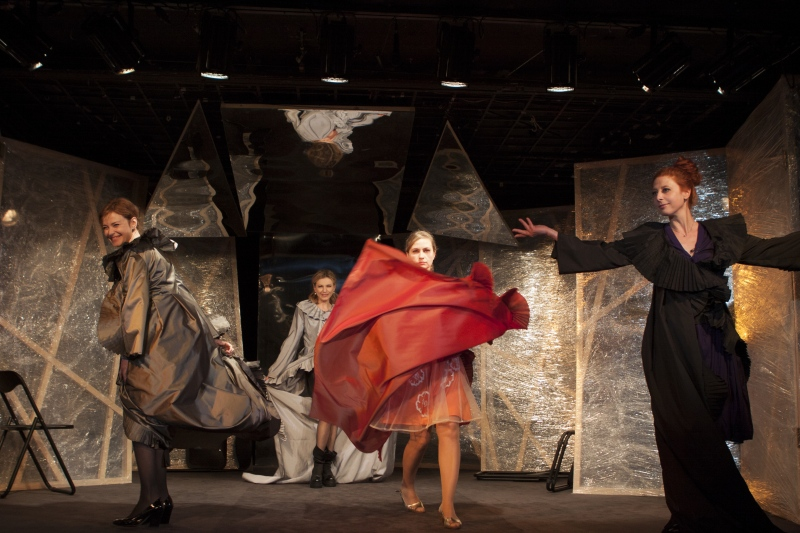 """""""Театър, любов моя"""" и бурята в актьорската душа"""