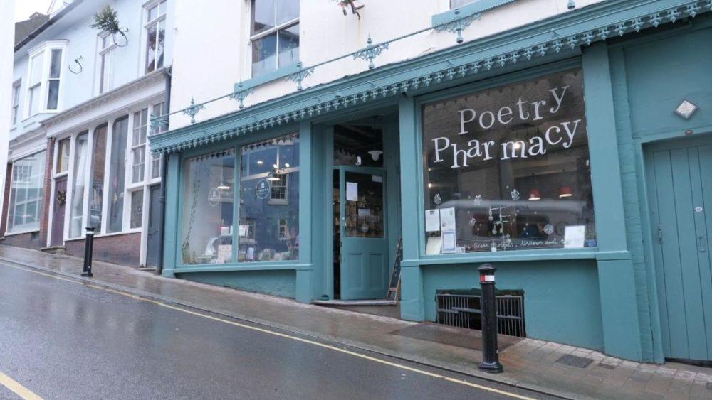Поетична аптека лекува със стихотворения вместо с хапчета