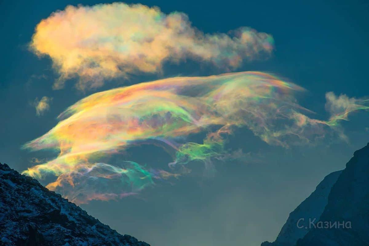 """""""Сапунените"""" облаци над най-високата планина в Сибир"""