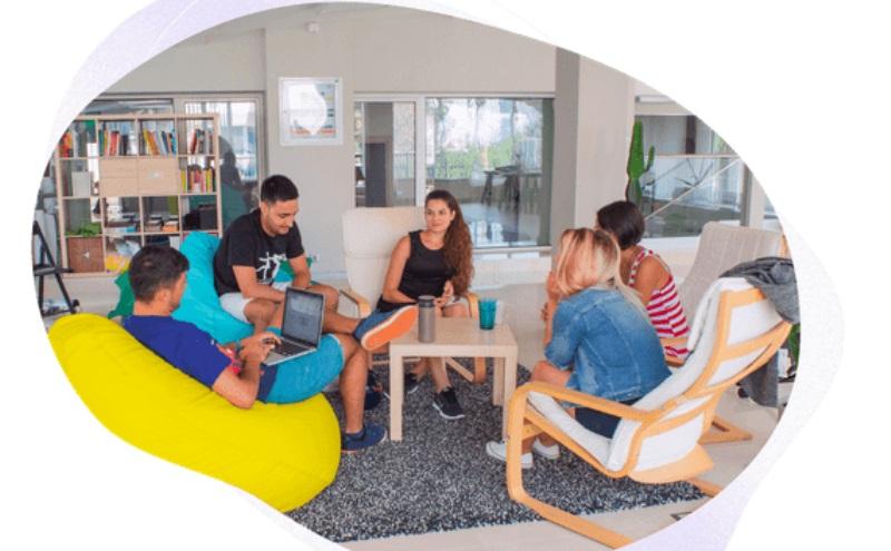 Enhancv – българска компания, която помага на хората да създадат уникално CV