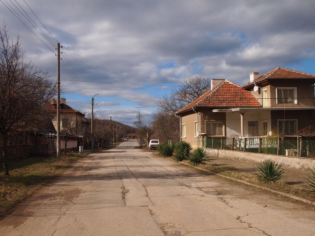 Село Стояновци, което бавно се руши