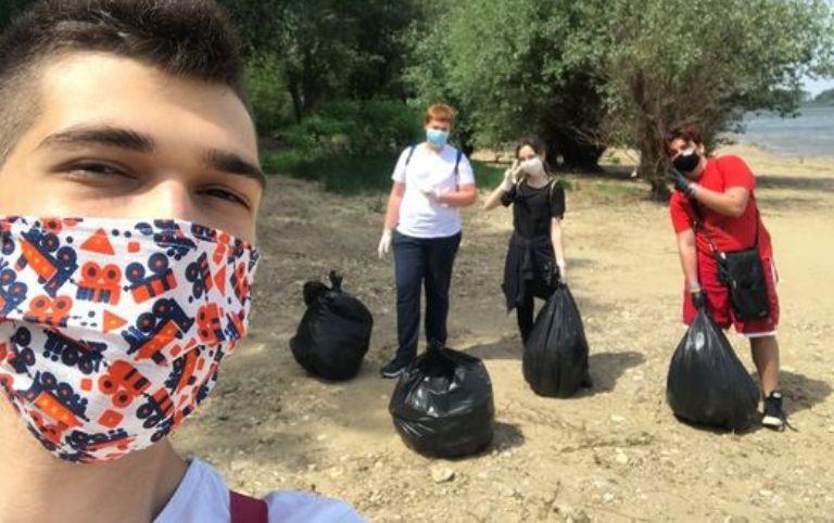 Младежи почистиха 100 килограма боклук край Дунав