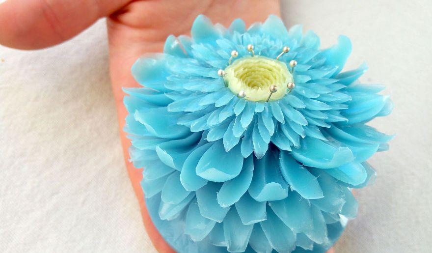 Българин превръща сапуни в красиви цветни скулптури