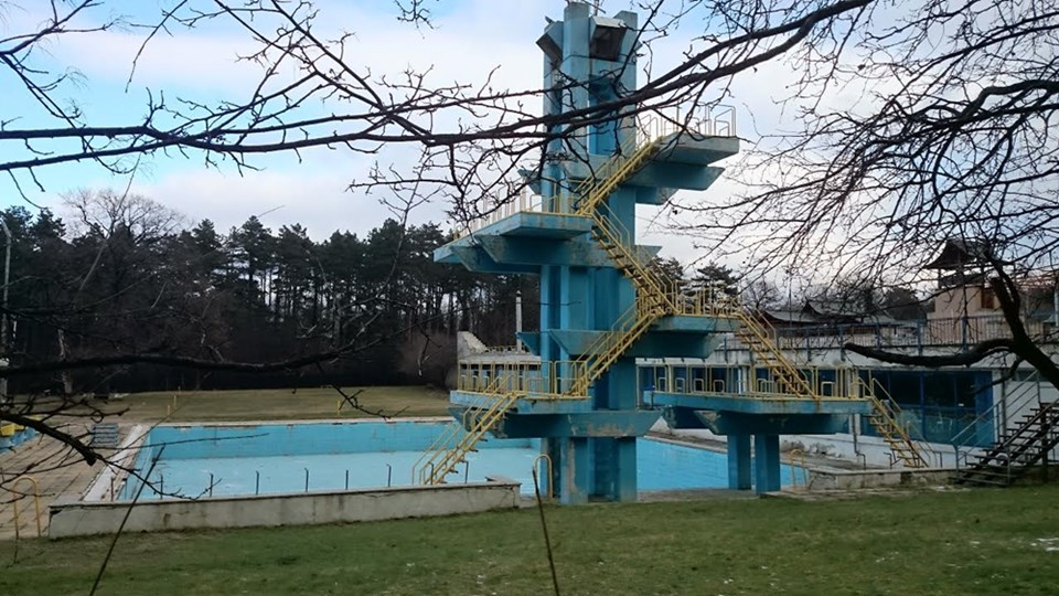 "Пустеещият басейн ""Мария Луиза"" в Борисова градина"