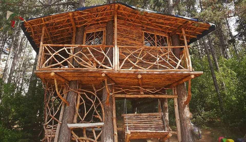 Приказната дървена къща до язовир Копринка