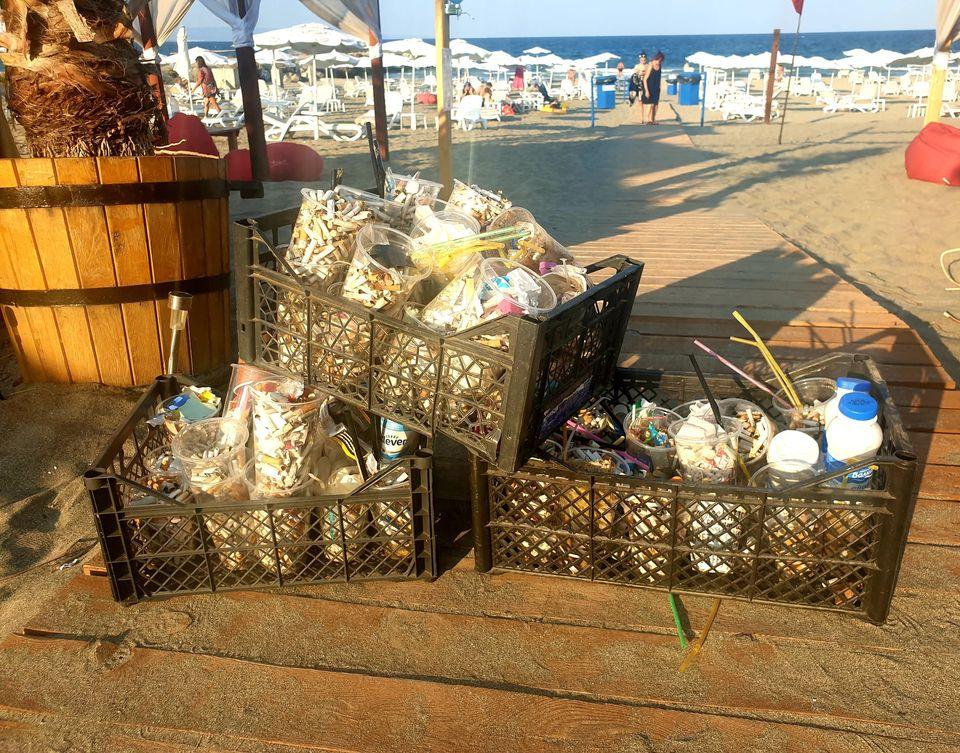 """Инициативата """"Лимонада за смет"""" – безплатна напитка срещу боклук от плажа"""