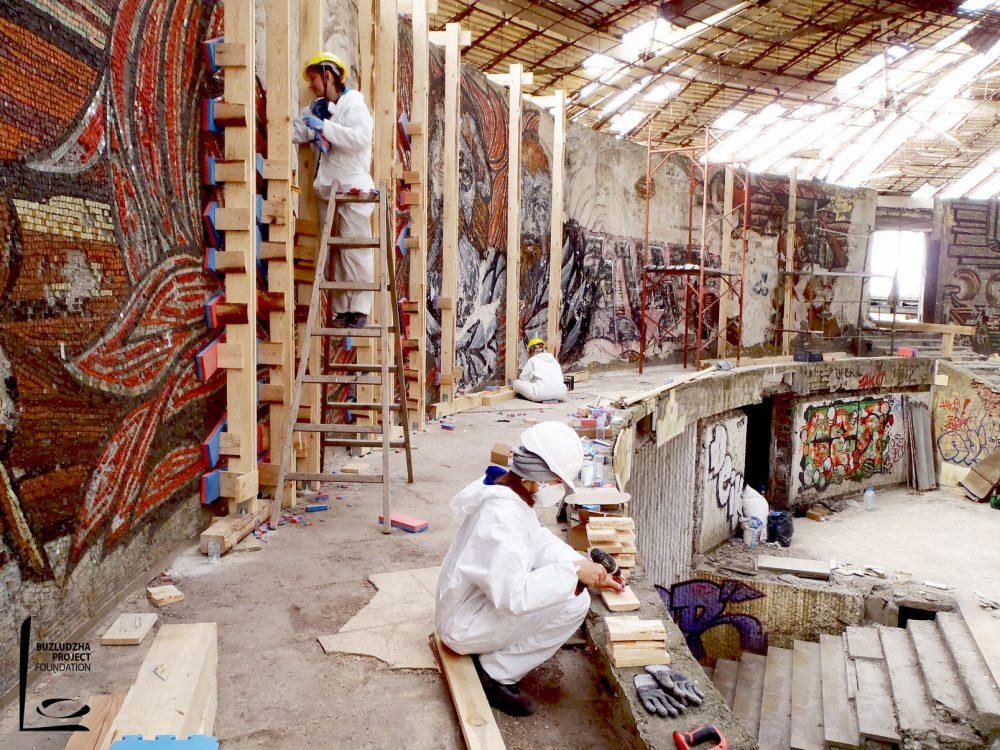 """""""Проект Бузлуджа"""" реставрира мозайките на известния паметник"""