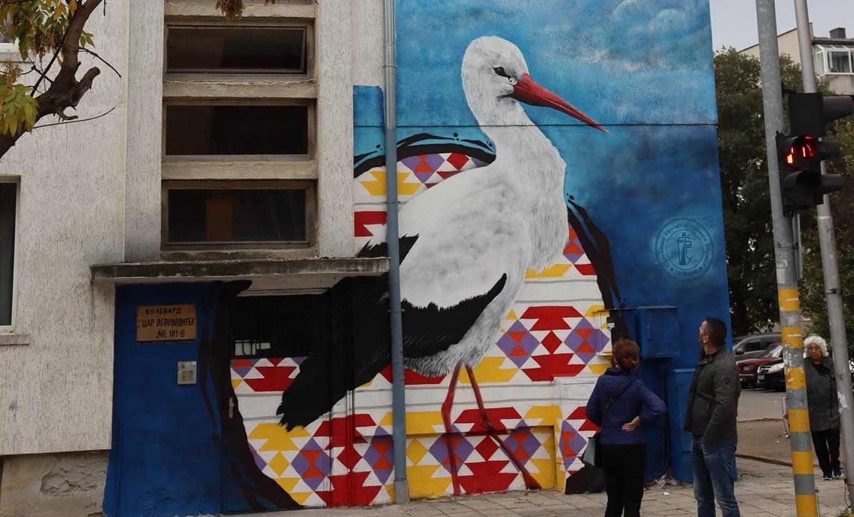 Нова графити рисунка радва варненци